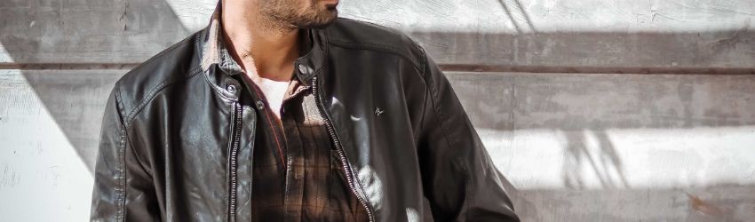 What side of a man's jacket has the zipper?